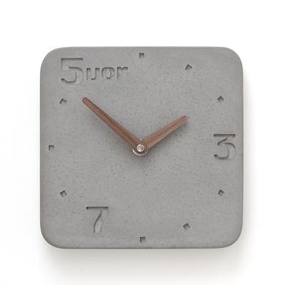 Betonuhr_5vor_klein_grau_2667_b-wertwerke-beton-uhr-wanduhr-betonuhr-design-holzzeiger-outlet-sale-onlineshop-bleywaren